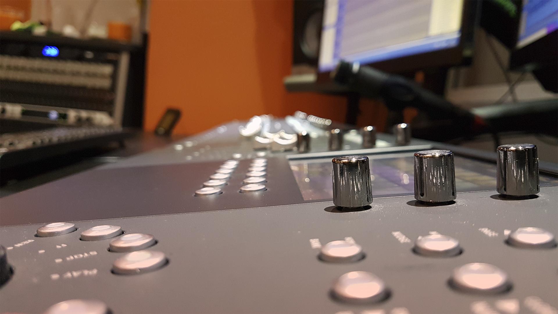 Estudio 808 - Control 2
